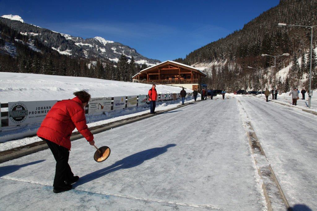 ferienhaus-grabenhaeusl-eisstockschiessen-wintersport-grossarltal